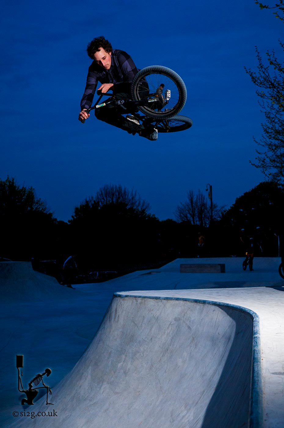 BMX Hip Transfer - Robin Fenlon transfers over the hip at the opening of Dorchester skatepark.