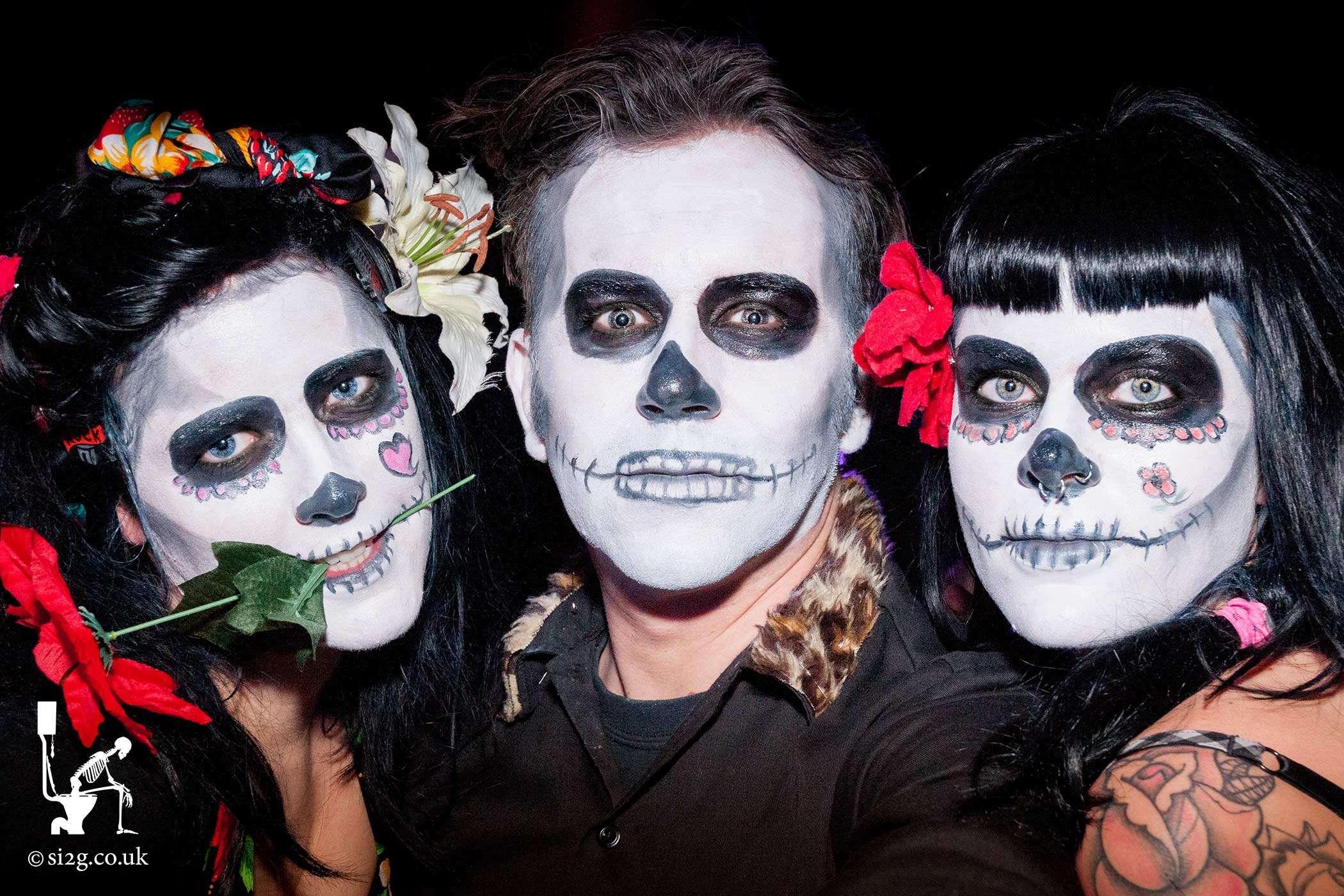 Los Dias De Los Muertos - Event photography for a one-off themed night for a large night club.  Party-goers were given free entry if attending in fancy dress.  All acts that evening were themed as part of the Mexican celebration of remembrance.